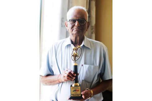 "Mr. Mukund Turakhia with the ""SME Elite 50"" Trophy"